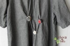 ダボッとしたシルエットのシャツワンピース等を少しスッキリ見せる時に洋服の背中部分に付ける。