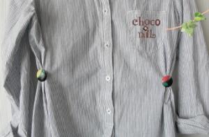 ダボッとしたシルエットのシャツワンピース等を少しスッキリ見せる時に洋服のサイドに付ける。